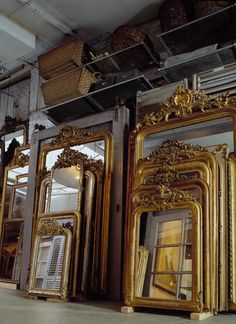 Mirror, mirror on the wall which of these mirrors is the prettiest of them all? mirror decor Anouk Beerents - The Antiques Diva Vintage Mirrors, Antique Frames, Large Vintage Mirror, Large Gold Mirror, Antique Gold Mirror, Large Mirrors, Antique Glass, Spiegel Gold, French Mirror