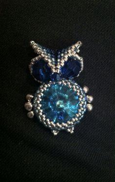 Cute little beaded owl with Swarovski 18mm rivoli. Tried it with a slight pattern, I like how he turned out :)