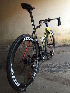 Look 795 with Zipp 404 wheels Mountain Bike Shoes, Mountain Biking, Road Cycling, Cycling Bikes, Dh Velo, Bmx, Look Bicycles, Road Bike Women, Bicycle Maintenance