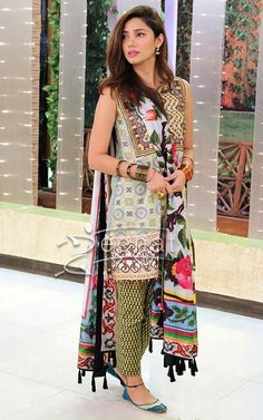 Mahira Khan On Jago Pakistan Jago Pakistani Fashion Casual, Pakistani Outfits, Asian Fashion, Indian Outfits, Women's Fashion, Fashion Design, Pakistani Actress Mahira Khan, Mahira Khan Dresses, Casual Dresses
