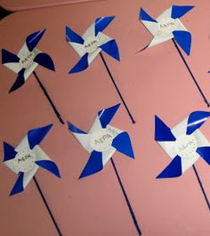 Η τάξη μας στολίστηκε με ελληνικά σημαιάκια για να τιμήσουμε και φέτος τους ήρωες του 1940 . Μέρα γιορτινή και ένδοξη για την Ελλάδ...