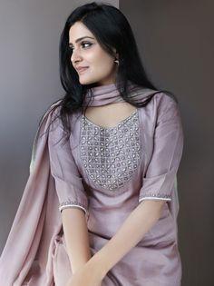 We have Spotted Epic Kurtha Designs Here Designer Suits Online, Indian Designer Suits, Churidar Designs, Kurta Designs Women, Ethnic Fashion, Indian Fashion, Indian Dresses, Indian Outfits, Trendy Outfits