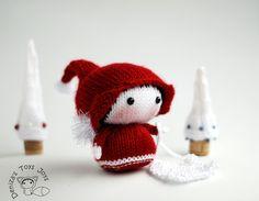 Kleine Santa Gnome. Spielzeug aus der Tanoshi-Serie. -Strick-Muster (Runde gestrickt)