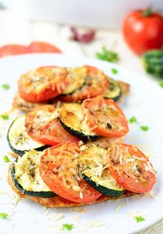 Baked chicken breast with zucchini and tomato | myzucchinirecipes.com