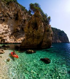 Life is not a picnic, but it´s beautiful !!! Granadella Creek Kayaking (Javea) Beach Cove, Sand Beach, Backpacking Spain, Javea Spain, Places In Spain, Costa Blanca, Kayak Camping, Beaches In The World, Vacation Places