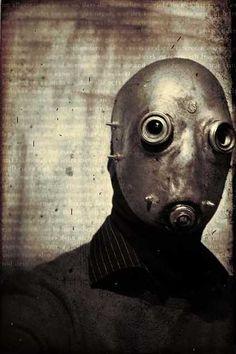 I kinda like creepy things like this. The mask especially. Steampunk, Fantasy Art Men, Cool Masks, Arte Horror, Post Apocalypse, Paintball, Dieselpunk, Illustrations, Dark Art