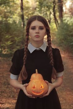 Wensday Adams discovered by Lilly Taylor on We Heart It Wednesday Addams Halloween Costume, Halloween Costumes, Christina Ricci, Cute Cosplay, Dark Souls, Dark Beauty, Insta Makeup, Makeup Junkie, Cool Pictures