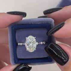 Unique Solitaire Engagement Ring, Engagement Ring Shapes, Beautiful Engagement Rings, Beautiful Rings, Oval Diamond Rings, Twilight Ring, Ring Verlobung, Dream Ring, Unique Rings