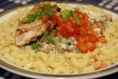 Фото к рецепту: Паста Альфредо с грибами и курицей