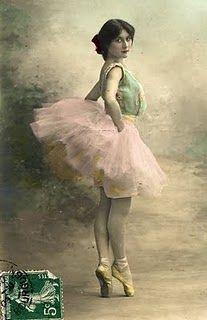 Vintage ballerina post card. - Ballet beautie, sur les pointes !
