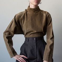 suede leather mock neck, US 4 - Alyeska Fashion Mode, Minimal Fashion, Look Fashion, Korean Fashion, Fashion Outfits, Womens Fashion, Fashion Pants, Fashion Tips, Pretty Outfits