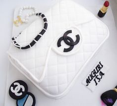 chanel purse cake and details