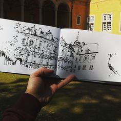 Drawing at castle #Rheydt, #mönchengladbach. Trying to get loose and expressive with the calligraphic pen. I was surrounded by peacocks...   par omar.paint