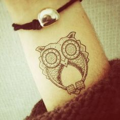 Photo by Kutch et couture - Tatouage temporaire - Hibou - http://www.bernardforever.fr/products/joie-de-vivre