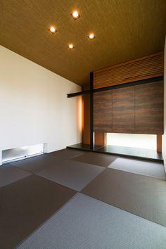 愛知県名古屋市の注文住宅クラシスホーム。  黒の鉄骨がアクセントになった床の間のデザインは、コーディネーターが提案。 Washitsu, Tatami Room, Japan Interior, Japanese Modern, Japanese Architecture, House, Furniture, Design, Home Decor