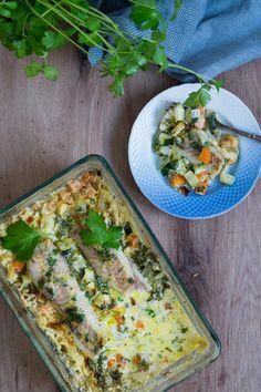 Fiskefad med sej, grønt og en citrus-hvidvins-flødesauce - Julie Bruun Diet Recipes, Healthy Recipes, Healthy Food, Always Hungry, Vegetable Pizza, Tapas, Seafood, Food And Drink, Low Carb
