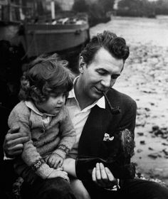 Michael Redgrave holding his daughter Lynn.