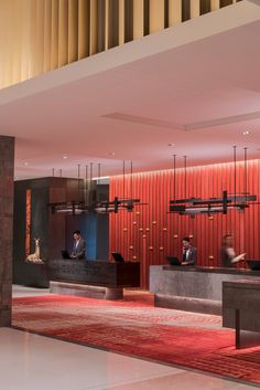 When it comes to getting a hotel ready to greet its guests, a lobby design is a tell-all. The entrance to a brand new world of luxury, these luxurious hotel lob Lounge Bar, Lobby Lounge, Hotel Lounge, Most Luxurious Hotels, Best Hotels, Amazing Hotels, Luxury Hotels, Century Hotel, Mid Century