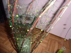 Bloemstuk met geknoopte groene metaaldraad