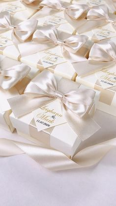 Elegant Gift Wrapping, Wedding Gift Wrapping, Wedding Gifts For Guests, Wedding Favor Bags, Champagne Wedding Favors, Elegant Wedding Favors, Ivory Wedding, Wedding Welcome Gifts, Destination Wedding Welcome Bag