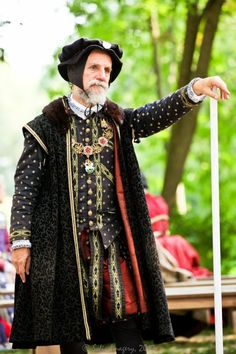 William Cecil from the Bristol Faire, Wisconsin. Renaissance Fair Costume, Renaissance Costume, Medieval Costume, Renaissance Fashion, Renaissance Clothing, Historical Costume, Historical Clothing, Elizabethan Costume, Mens Garb