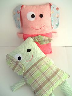 Kids Pillows, Animal Pillows, Handmade Soft Toys, Sewing To Sell, Baby Sewing Projects, Fabric Toys, Cat Doll, Craft Show Ideas, Sewing Toys