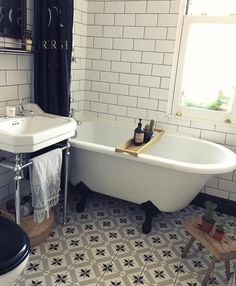 Where did that weekend go?! It's bath, bottle and bed all round (that's 🍼 for the baby and 🍷for me!) #bathroom #bathroomdecor #metrotiles #monochrome #rolltop #edwardiansink #BathroomMold