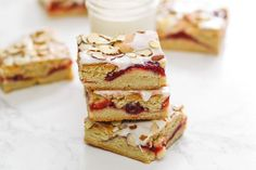 Cherry Almond Bars These cherry almond bars are so easy to whip up, they're dangerous! The combination of tart cherries and sweet almond glaze is impossible to resist. Prep time0:20 Bake/Cook time0:35 Yield12-15 bars Recipe developed for Dixie Crystals by Kristan Roland @bakescupcakes.
