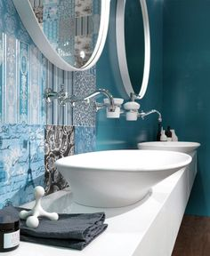 Great Colour Trend in Bathroom Wallcovering blue colored wall tiles