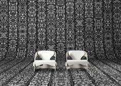 Studio Job presentó una serie de tapices para la marca holandesa NLXL durante la Feria de Diseño 2014 y una serie de la clásica línea monocromática de Moooi, tapizada con coloridos textiles.