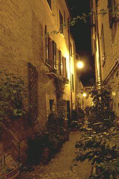 Appignano (MC, Italy) alleys by night