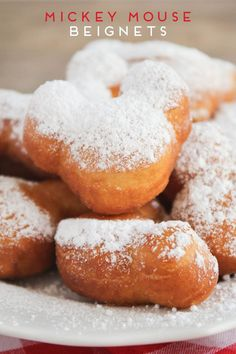 disneyland food These adorable Mickey Mouse beignets are simple to make and addictingly delicious. A fun way to enjoy a tasty Disneyland treat at home! Disney Desserts, Köstliche Desserts, Delicious Desserts, Dessert Recipes, Yummy Food, Disney Recipes, Donut Recipes, Disney Dishes, Disney Snacks