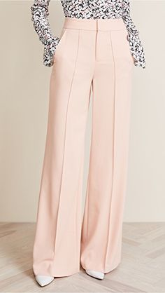 Spring transitional outfits: the oversized blazer and utility jumpsuit. How to style it and other favorite spring outfits. Work Fashion, Fashion Pants, Fashion Outfits, Womens Fashion, Classy Outfits, Chic Outfits, Spring Outfits, Formal Outfits, Pastel Outfit