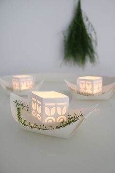 REJSE floating light boats, pre-cut and pre-folded, easy diy. 3 boats in one set: € 10.25. Rejse boats are a meaningful gift to celebrate any big or small milestone in life.