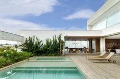 Casa da Mamuschka | Bittar Bittar, Mansions, House Styles, Outdoor Decor, Home Decor, House 2, New Houses, Garden, Architecture
