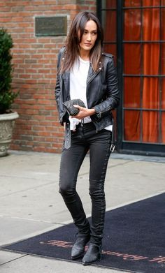 Maggie Q Photos - Actress Maggie Q is seen leaving her hotel in New York City, New York on September Maggie has been busy as of late, promoting her new TV series 'Stalker.' - Maggie Q Steps Out in NYC Celebrity Outfits, Celebrity Style, Nikita Tv Show, Q Hair, Q Photo, Vogue, Everyday Look, Lady, Editorial Fashion