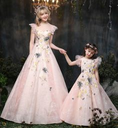 Made To Order - High Quality These matching mother daughter dresses are perfect for photo shoot, wedding, birthday or any occasion Daughter dress product description: Color: Light peach Length: Floor Mother Daughter Matching Outfits, Mother Daughter Fashion, Mommy And Me Outfits, Mom Daughter, Girl Outfits, Mothers Dresses, Girls Dresses, Flower Girl Dresses, I Dress