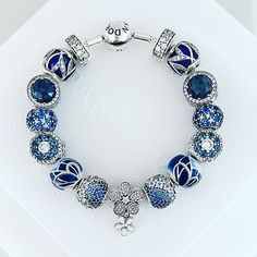 Pandora Bangle, Pandora Gold, Pandora Bracelet Charms, Pandora Jewelry, Charm Bracelets, Sparkly Jewelry, Cute Jewelry, Charm Jewelry, Bracelet Designs