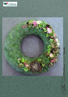 this is amazing Casket Flowers, Funeral Flowers, Funeral Arrangements, Flower Arrangements, Art Floral, Floral Crown, Modern Floral Design, Modern Wreath, Succulent Wreath
