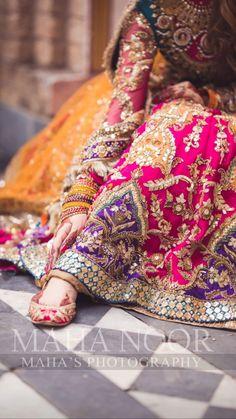 Asian Wedding Dress Pakistani, Simple Pakistani Dresses, Pakistani Fashion Party Wear, Pakistani Wedding Dresses, Pakistani Dress Design, Pakistani Outfits, Indian Outfits, Indian Fashion, Designer Party Dresses