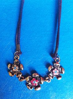 Three Flowers Necklace £4