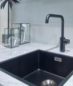 Bathroom Inspo, Kitchen Design, Kitchen Ideas, Home Projects, Sink, House Styles, Kitchens, Studio, Home Decor
