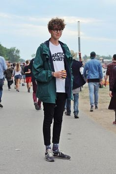 Men Clothing Here it is! The official Roskilde Festival 2014 Golden Settings Streetstyle. Respectively festival style. Tell your friends about it and thanks to all the great people ♥ Slowly I feel like Facehunter, Fall Fashion Outfits, 90s Fashion, Daily Fashion, Autumn Fashion, Street Fashion, Fashion Trends, Vintage Fashion Men, Outfits For Men, Fashion Guide
