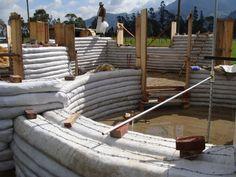 sandbag houses | Quieres una casa a un módico precio? Superadobe