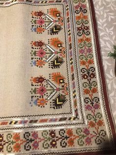 Folk Embroidery, Cross Stitch Embroidery, Palestinian Embroidery, Cross Stitch Designs, Diy Flowers, Cross Stitching, Needlepoint, Bohemian Rug, Projects To Try