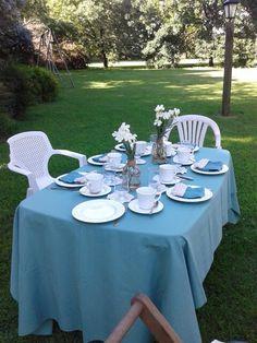 Mesa de te en el campo