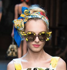 http://www.vogue.com/fashion-shows/spring-2016-ready-to-wear/dolce-gabbana/slideshow/collection#16