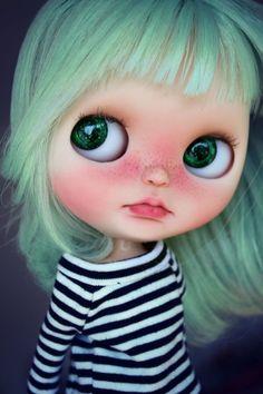 OOAK Blythe Custom by me by SandraEfigenio on Etsy Pretty Dolls, Beautiful Dolls, Ooak Dolls, Blythe Dolls, Little Doll, Hello Dolly, Custom Dolls, Ball Jointed Dolls, Doll Face