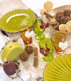 Composition déco de table boules rotin, fagots et feuille