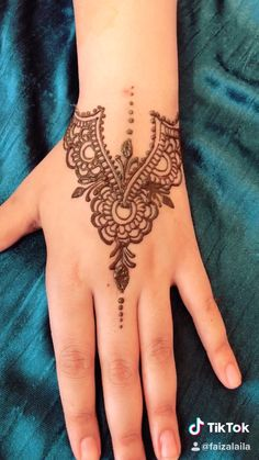Simple Henna Design – tattoos for women meaningful Henna Tattoo Designs Simple, Mehndi Designs For Beginners, Mehndi Designs For Fingers, Mehndi Art Designs, Latest Mehndi Designs, Design Tattoos, Henna Tattoo Muster, Henna Tattoo Hand, Henna Mehndi